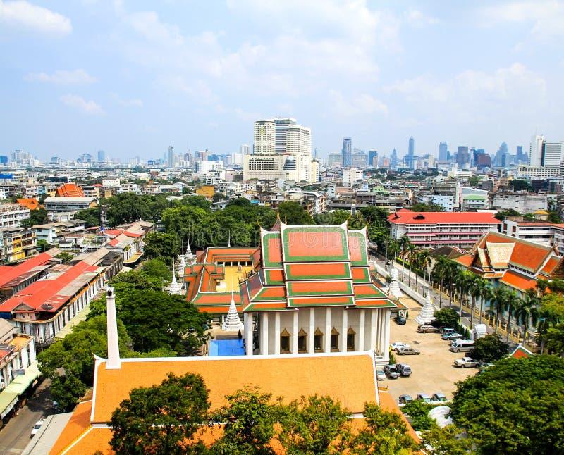 Flyg- sikt av Bangkok från den guld- monteringen royaltyfria bilder