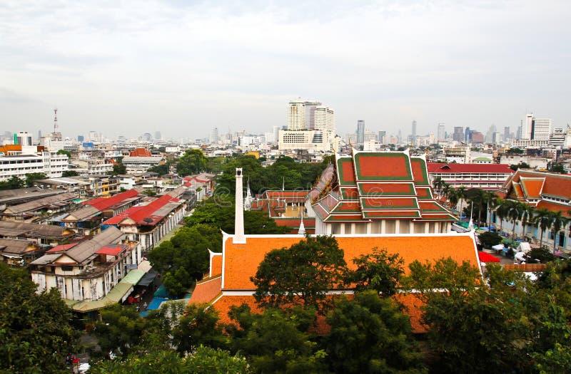 Flyg- sikt av Bangkok från den guld- monteringen royaltyfri foto