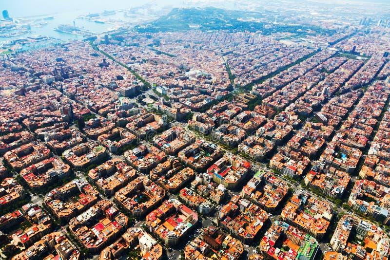 Flyg- sikt av Barcelona cityscape från helikoptern fotografering för bildbyråer