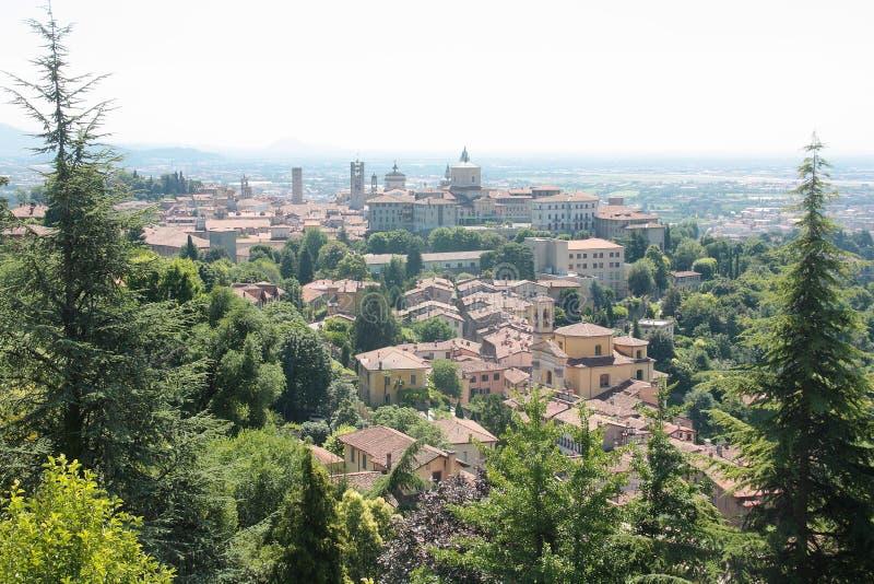 Flyg- sikt av Bergamo Alta Italy fotografering för bildbyråer