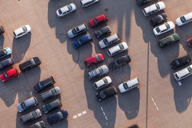 Flyg- sikt av bilparkering royaltyfria foton