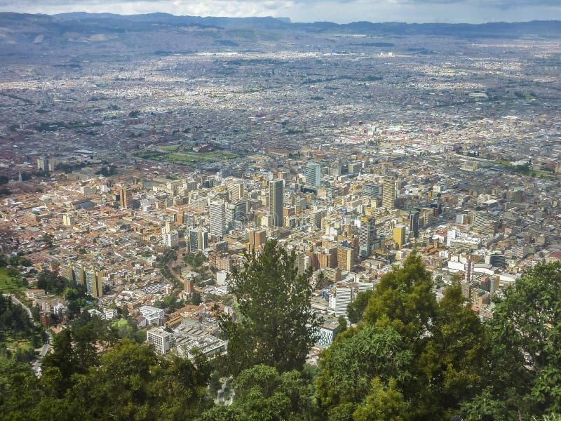 Flyg- sikt av Bogota från den Monserrate kullen royaltyfri fotografi