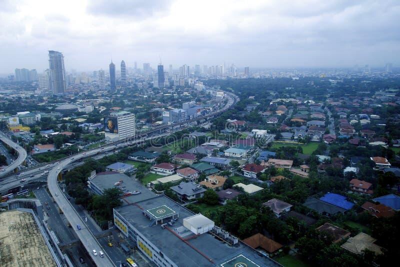 Flyg- sikt av bostads- och kommersiella områden och etableringar i tunnelbanan Manila fotografering för bildbyråer