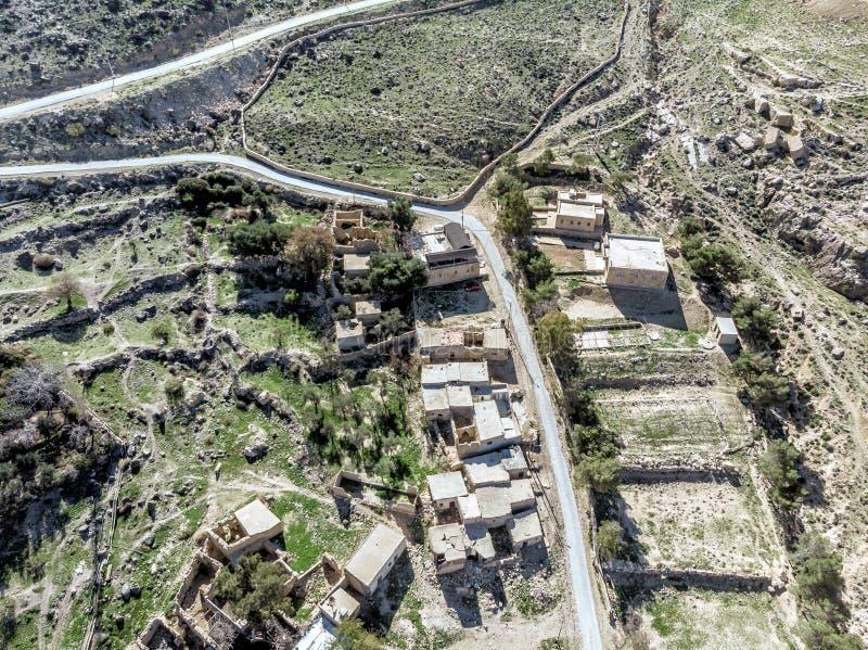 Flyg- sikt av byn Dana och dess omgivning på kanten av biosfärreserven av Dana i Jordanien fotografering för bildbyråer