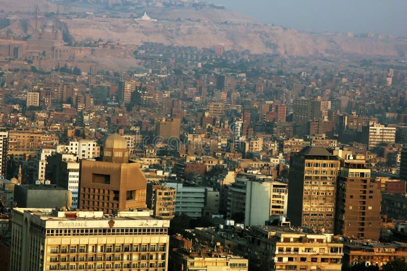 Flyg- sikt av cairo under solnedgång i Egypten i africa royaltyfri foto