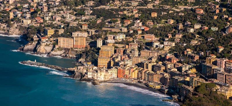 Flyg- sikt av Camogli, liten stad nära Genoa Liguria, Italien arkivbild