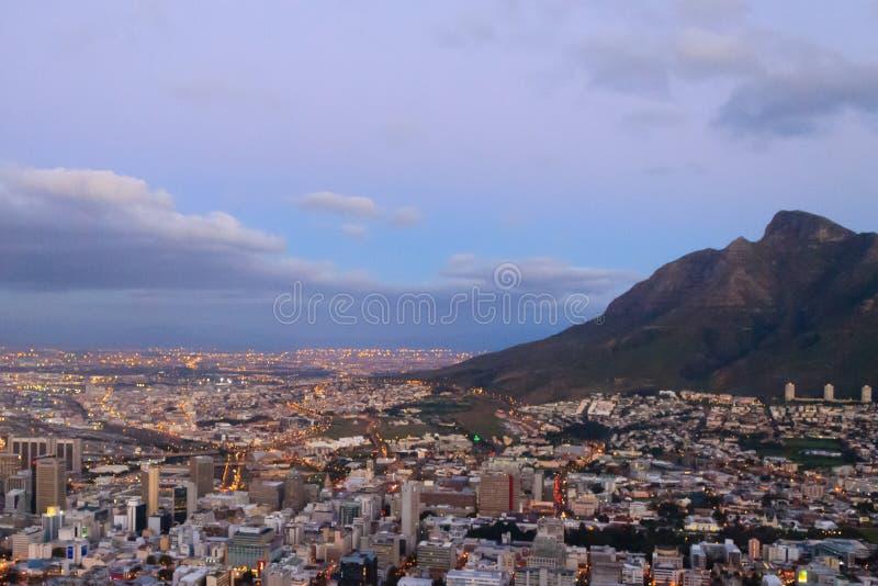 Flyg- sikt av Cape Town fr?n signalkullen, Sydafrika arkivfoton
