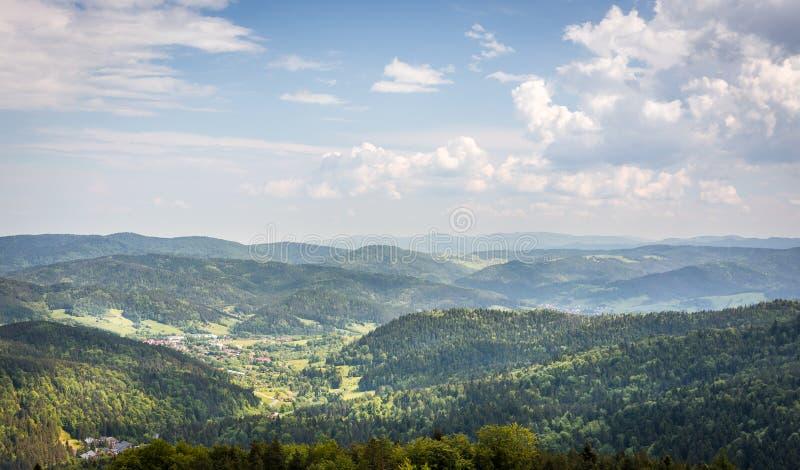 Flyg- sikt av carpathians berg royaltyfria foton