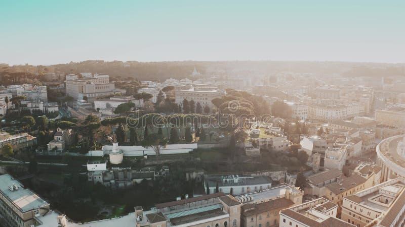 Flyg- sikt av cityscape av den Rome mitten nära Vatican City i aftonen, Italien arkivbild