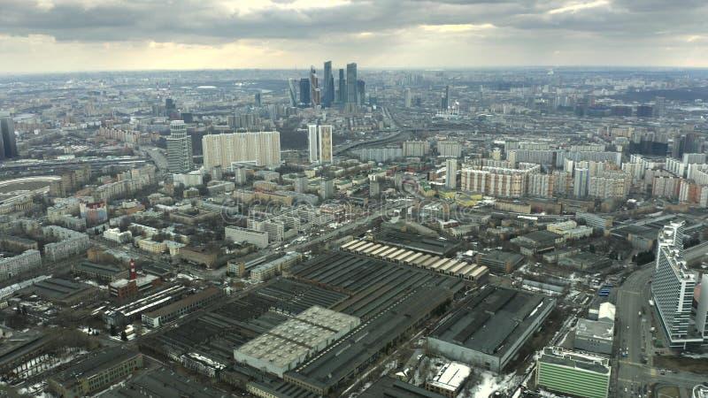 Flyg- sikt av cityscapen av Moskva som g?ller skyskrapor av aff?rsmitten, Ryssland royaltyfri fotografi