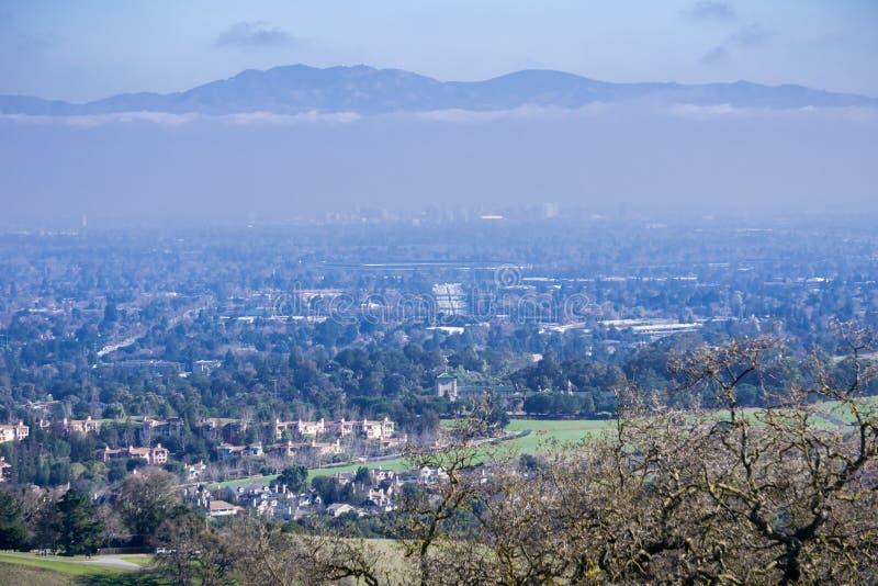 Flyg- sikt av Cupertino och San Jose, Silicon Valley fotografering för bildbyråer