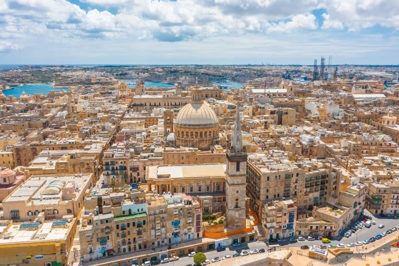 Flyg- sikt av damen av den Mount Carmel kyrkan, StPauls domkyrka i det Valletta centret, Malta arkivbild