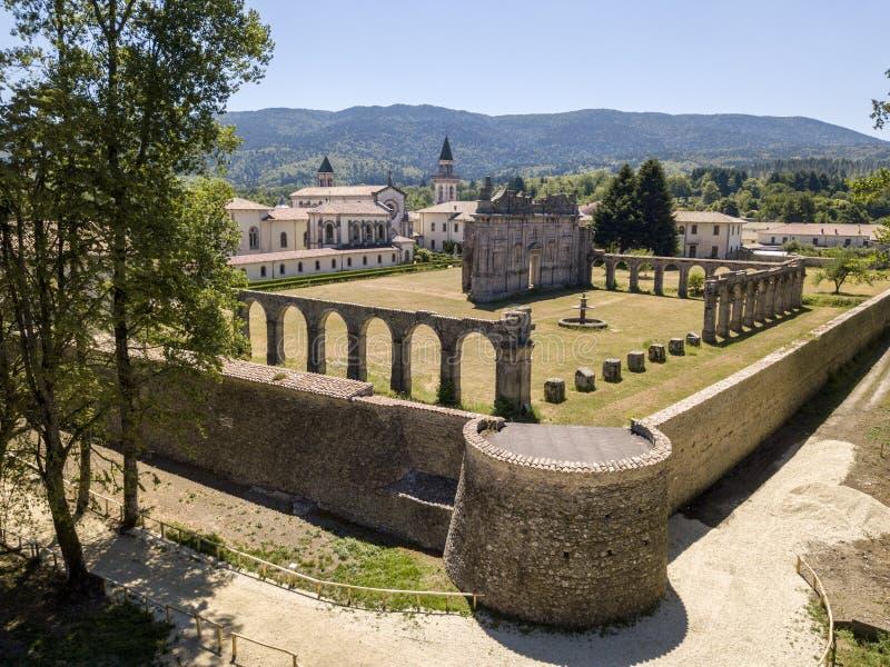Flyg- sikt av de Certosa dina Serra San Bruno, Vibo Valentia, Calabria, Italien royaltyfri foto