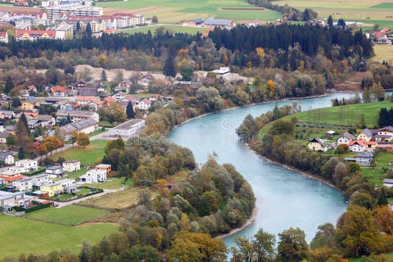 Flyg- sikt av den alpina staden av Spittal en der Drau, Österrike royaltyfria foton