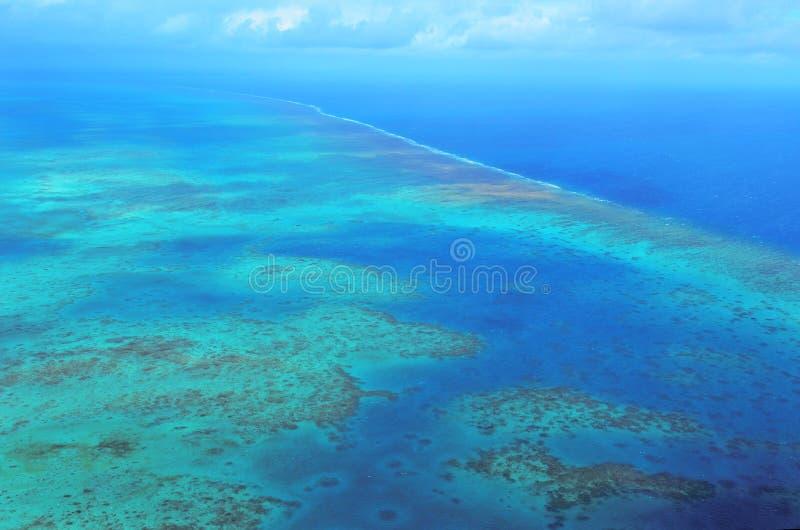 Flyg- sikt av den arlington korallreven på den stora barriärrevet Qu arkivbild