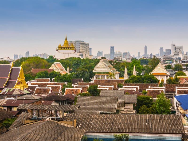 Flyg- sikt av den Bangkok staden med den Wat Saket templet, Thailand arkivfoton
