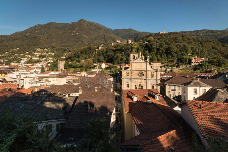 Flyg- sikt av den Bellinzona staden royaltyfri bild