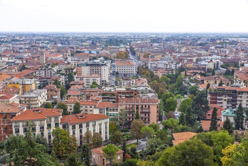 Flyg- sikt av den Bergamo staden, Lombardy, Italien fotografering för bildbyråer