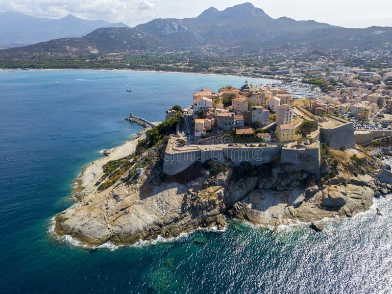 Flyg- sikt av den Calvi staden, Korsika, Frankrike royaltyfri bild