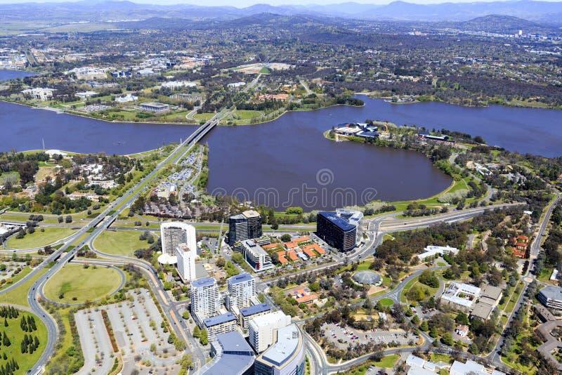 Flyg- sikt av den Canberra staden arkivbilder