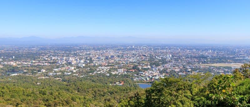 Flyg- sikt av den Chiang Mai staden från Doi Suthep royaltyfri bild