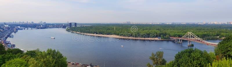 Flyg- sikt av den Dnieper floden i Kiev, Ukraina arkivfoto