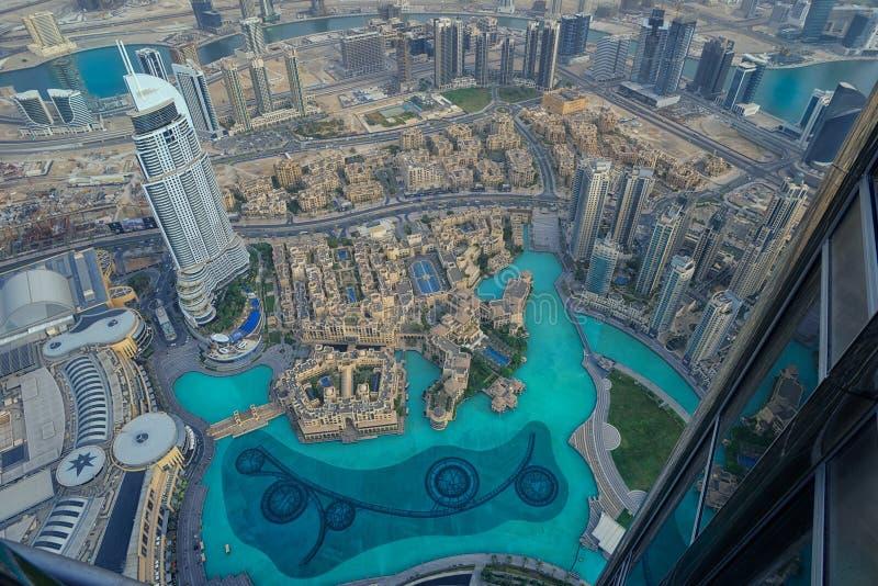 Flyg- sikt av den Dubai springbrunnen royaltyfria bilder