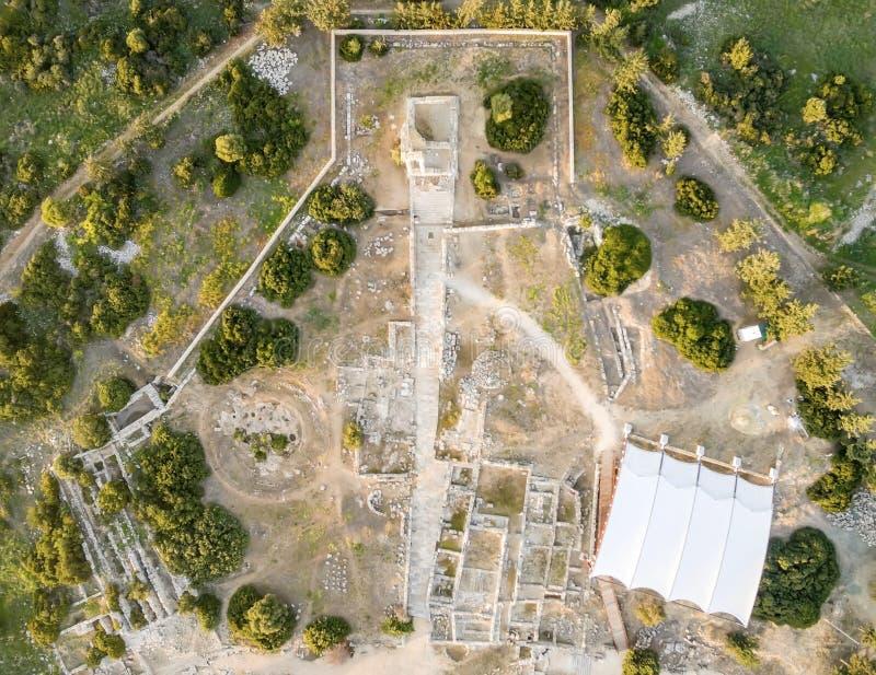 Flyg- sikt av den forntida teatern av Kourion royaltyfri fotografi