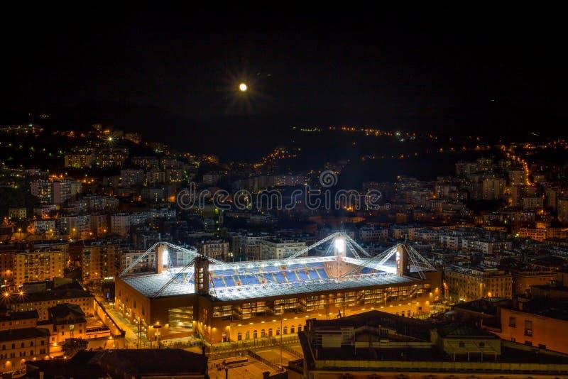 Flyg- sikt av den fotbollsarena`-Luigi Ferraris `en av Genoa Genova vid natt, Italien arkivfoto
