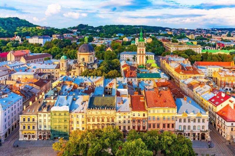 Flyg- sikt av den gamla staden av Lviv, Ukraina royaltyfria foton