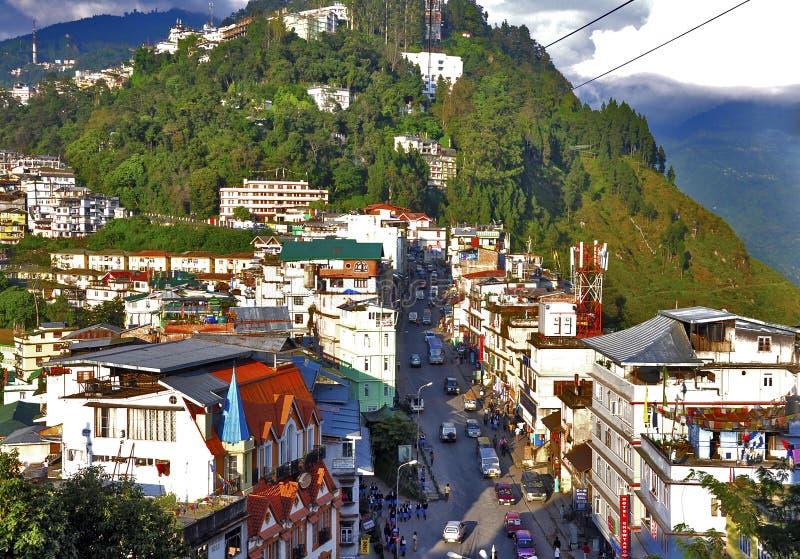 Flyg- sikt av den Gangtok staden arkivbilder