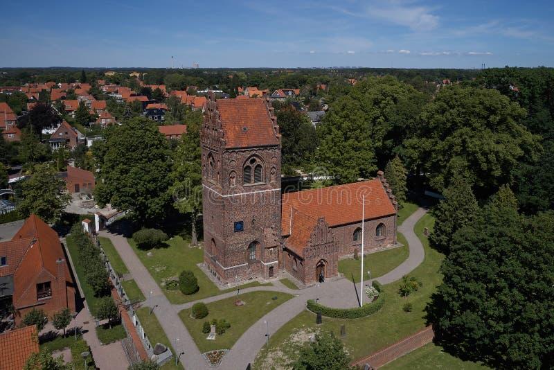 Flyg- sikt av den Glostrup kyrkan, Danmark arkivbild