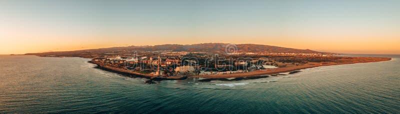 Flyg- sikt av den Gran Canaria ön under solnedgång arkivbilder