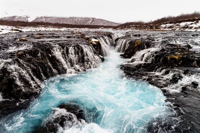Flyg- sikt av den härliga Bruarfoss vattenfallet med turkoswate fotografering för bildbyråer