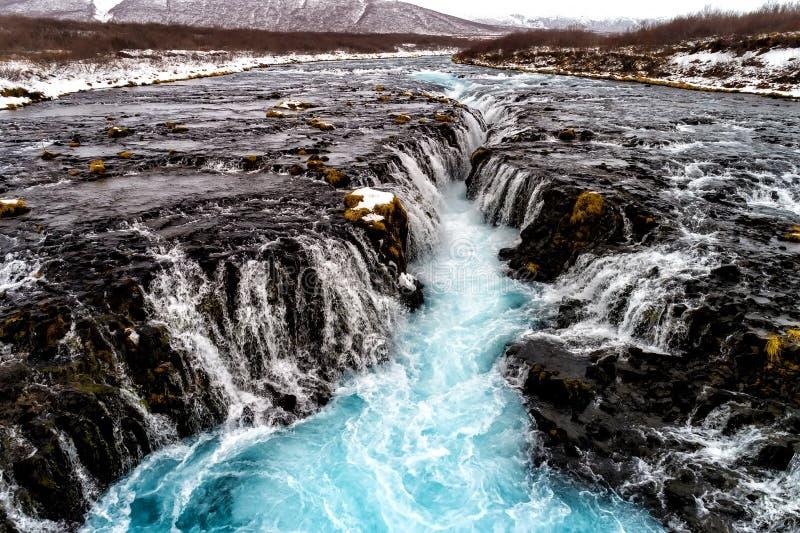 Flyg- sikt av den härliga Bruarfoss vattenfallet med turkoswate royaltyfria foton