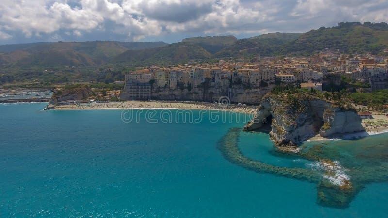 Flyg- sikt av den härliga kusten av Calabria, Italien arkivfoto