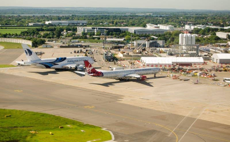 Flyg- sikt av den Heathrow flygplatsen arkivbild