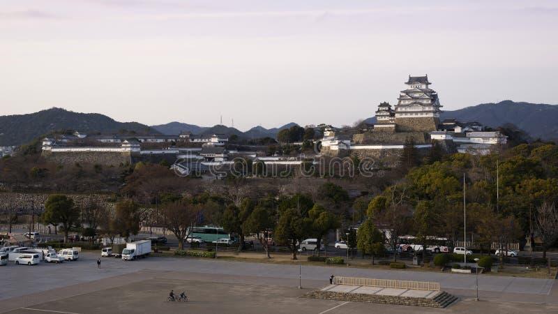 Flyg- sikt av den Himeji slotten under solnedgång, Kansai, Japan royaltyfria bilder