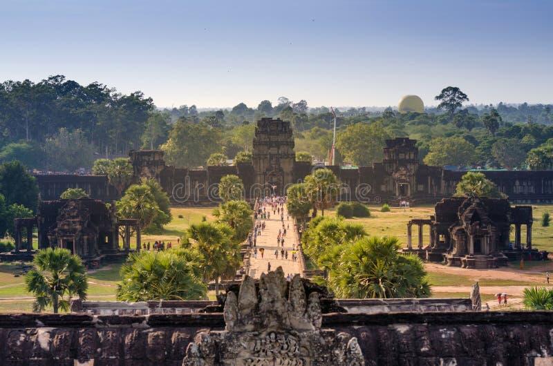 Flyg- sikt av den huvudsakliga ingången på Angkor Wat i Siem Reap royaltyfri fotografi
