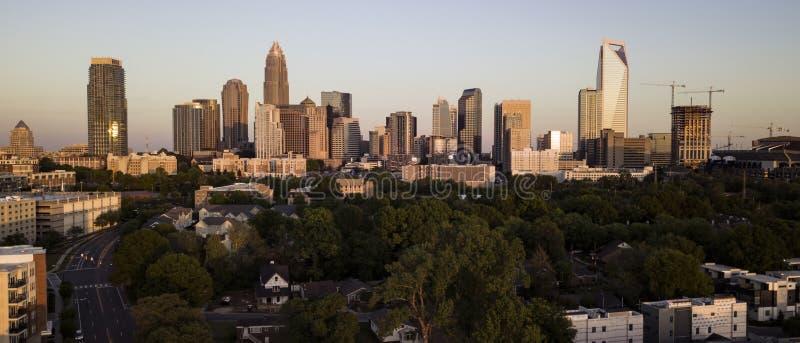 Flyg- sikt av den i stadens centrum stadshorisonten av Charlotte North Carolina royaltyfri fotografi