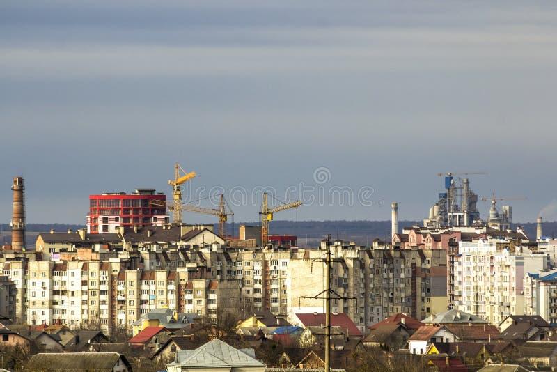 Flyg- sikt av den Ivano-Frankivsk staden, Ukraina med höga byggnader arkivbild