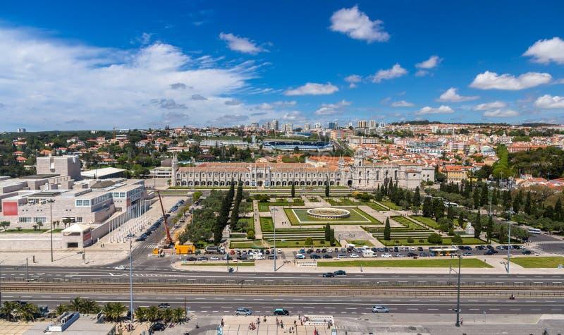 Flyg- sikt av den Jeronimos kloster i Lissabon fotografering för bildbyråer