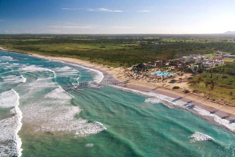 Flyg- sikt av den karibiska semesterorten royaltyfri bild