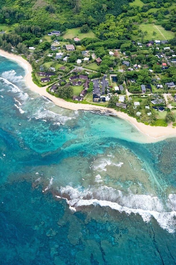 Flyg- sikt av den Kauai kusten i Hawaii arkivfoto
