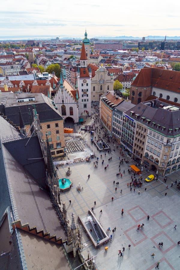 Flyg- sikt av den Marienplatz och Munich staden, Bayern, Tyskland arkivbild