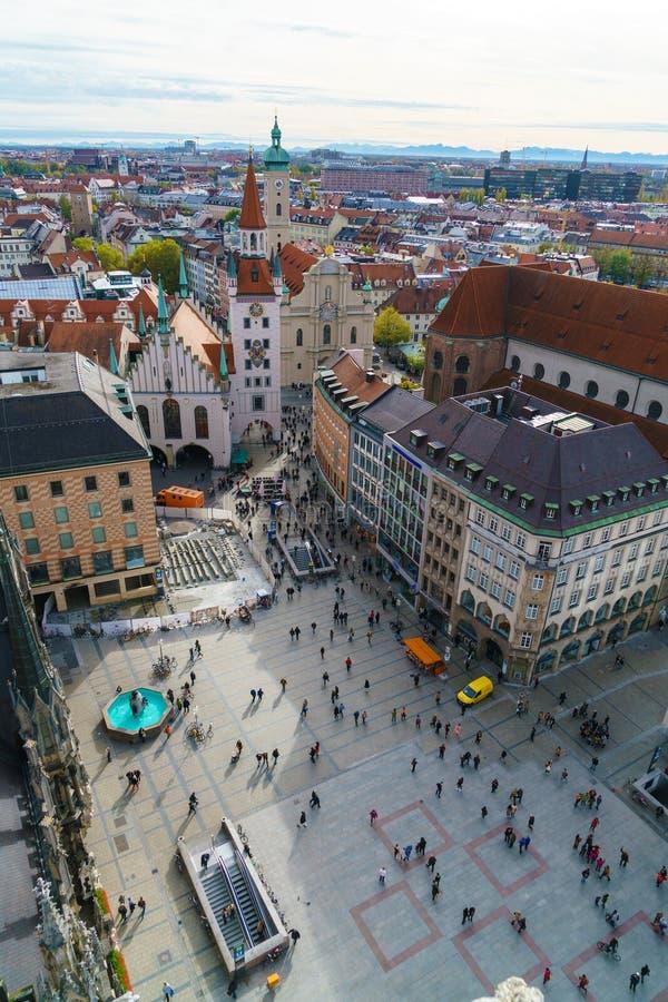 Flyg- sikt av den Marienplatz och Munich staden, Bayern, Tyskland arkivfoton