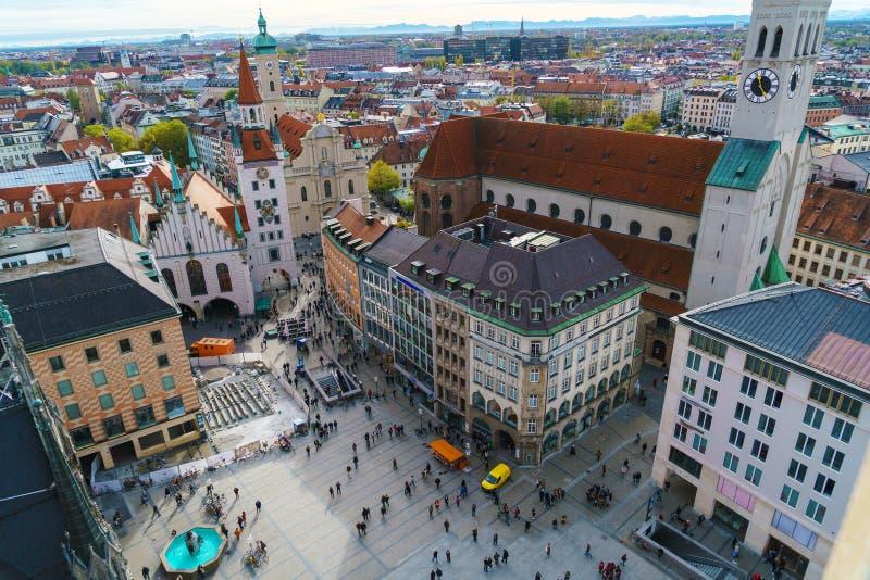 Flyg- sikt av den Marienplatz och Munich staden, Bayern, Tyskland royaltyfria bilder