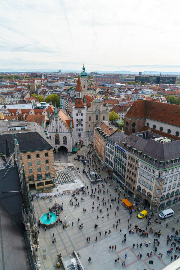 Flyg- sikt av den Marienplatz och Munich staden, Bayern, Tyskland royaltyfri bild