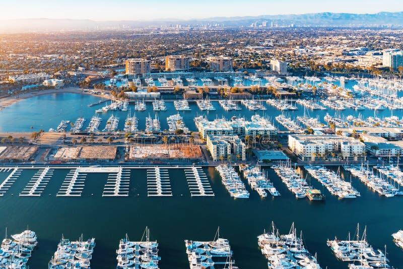 Flyg- sikt av den Marina del Rey hamnen i LA arkivbild
