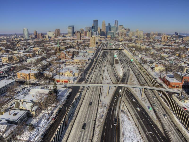 Flyg- sikt av den Minneapolis horisonten under vinter royaltyfri bild
